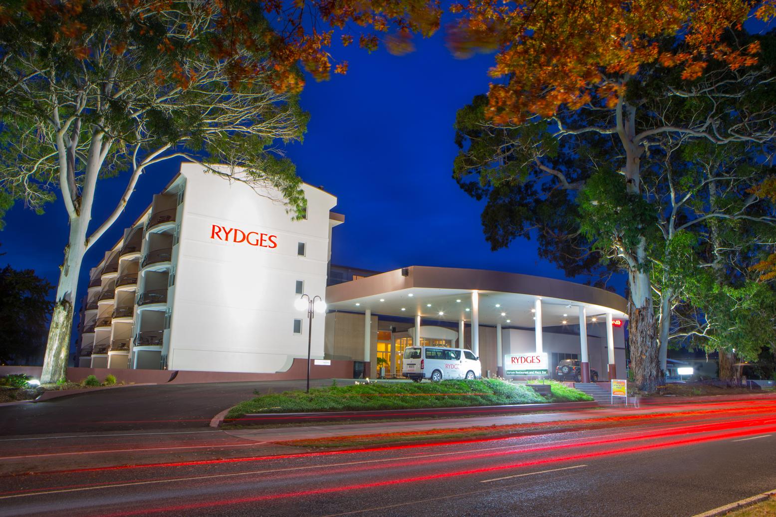 Rydges-Rotorua-Outside-01-Hero About Rotorua